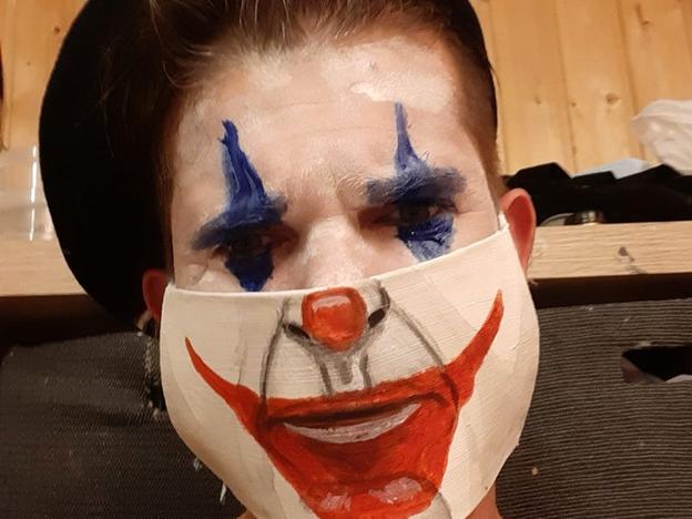"""O mască inspirată din """"Joker"""". Matthias Kretschmer"""