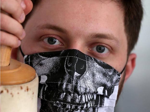 Masca lui Eric Ritter. PATRICK BAZ/Getty Images
