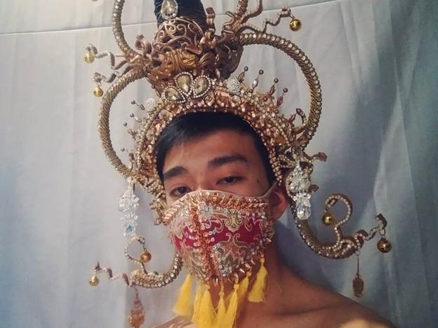 Masca inspirată din Thailanda a lui Kennedy Gasper. Kennedy Gasper