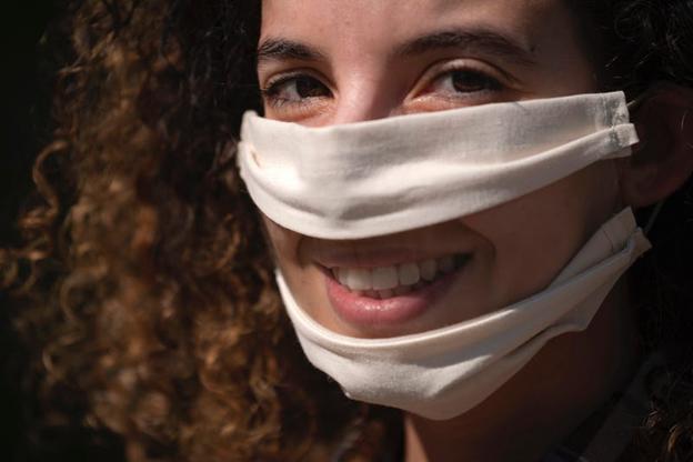 O mască transparentă pentru față. LIONEL BONAVENTURE/Getty Images