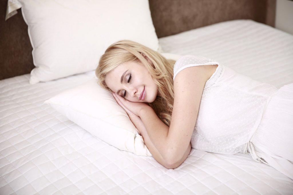 Răceala poate fir prevenit cu un somn bun
